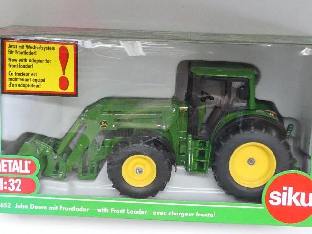 Simm starke riesen traktor mit frontlader und baggerarm grün