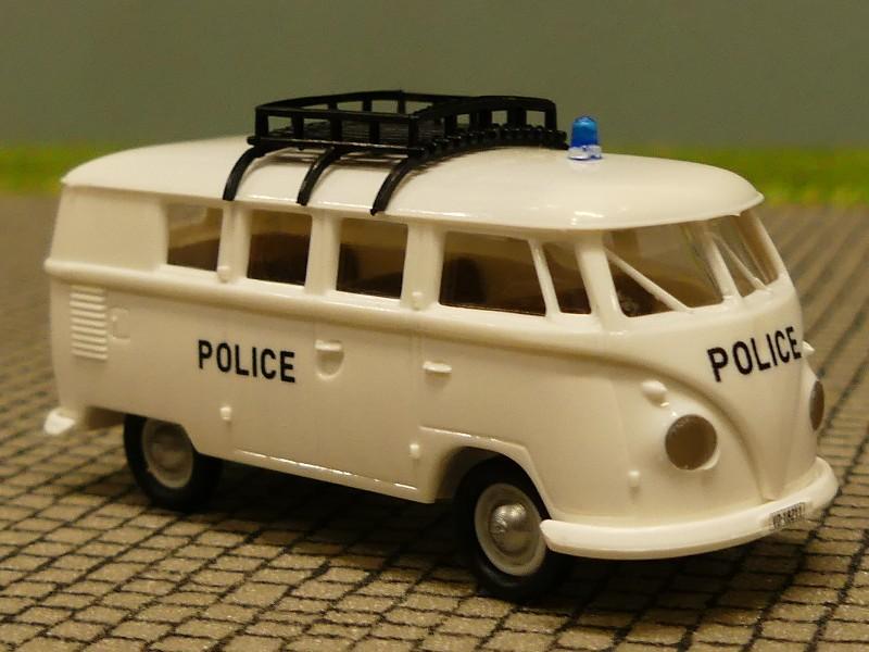 1//87 Brekina # 1986 VW T1 b Police Schweiz CH mit Dachträger Bus