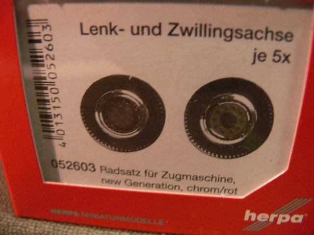 Herpa 052603 Lenk und Zwillingsreifen Zugmaschine Chrom rot Umbau Eigenbau 1:87