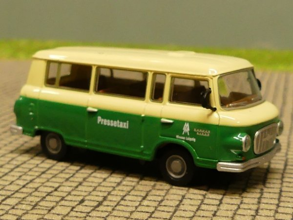 1//87 Brekina Barkas B 1000 Berolina Bus Lautsprecherwagen 30033
