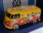 1/24 Motor Max VW T1 Flower Power 79563
